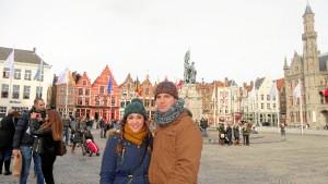 Los fines de semana aprovechan para conocer lugares y ciudades cercanas. En la foto, en Brujas.
