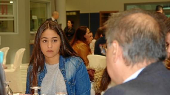'Café con industria' une a estudiantes y responsables de empresas químicas y energéticas