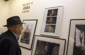 La exposición recoge retratos de artistas cubanos.