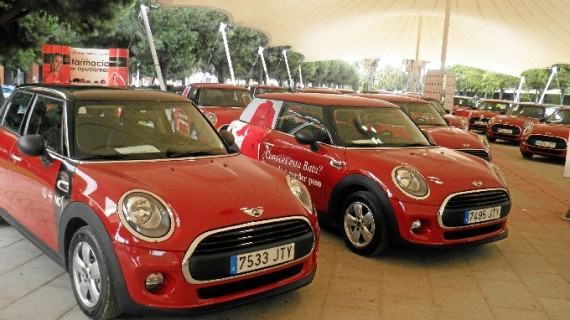 Una flota de MINIs llevará el nombre de dos empresas onubenses por toda España