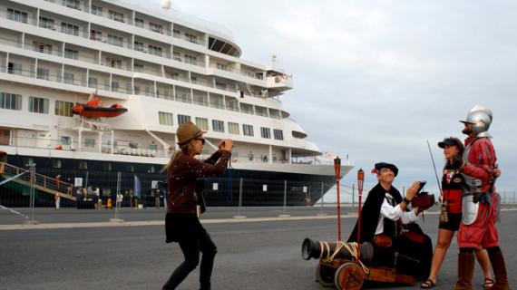 El buque de cruceros Prinsendam realiza escala por tercera vez este año en el Puerto de Huelva