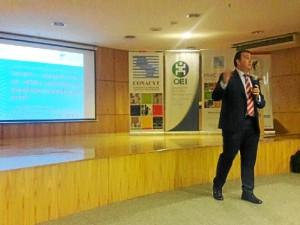 El onubense, durante su conferencia en Asunción.