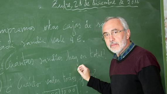 """Juan Antonio González Flores, el aplaudido maestro de Zufre: """"soy un niño grande que se ha jubilado"""""""