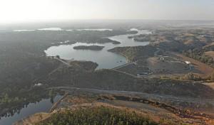 El yacimiento Mesa o Cerro del Castillo se encuentra en el margen izquierdo del río Corumbel.