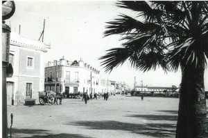 Magnífica fotografía de Roisin. A la izquierda, la calle Marina. Al fondo, a la derecha, el edificio de Correos y Telégrafos.