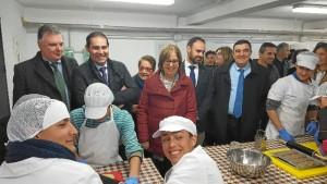 De la Calle ha visitado el Instituto de Enseñanza Secundaria 'San Miguel' de Jabugo.