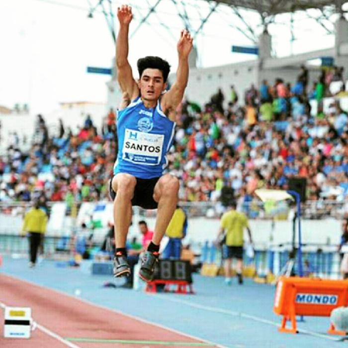 Héctor Santos, atleta onubense que destaca a nivel nacional en salto de longitud.