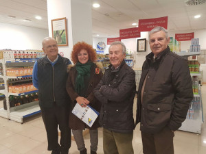 Inmaculada Camacho con miembros del Economato Resurgir.