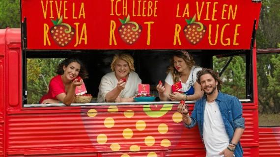 Manuel Carrasco y Alma Obregón, protagonistas del vídeo promocional de la campaña 'Fresas de Europa'