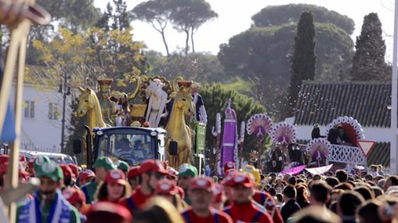 La ilusión de la Cabalgata de los Reyes Magos recorre las principales calles de Huelva