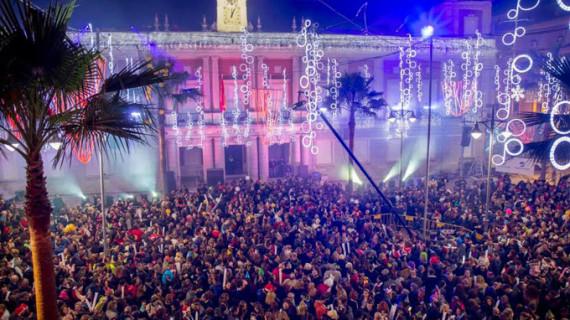 Huelva se vuelca con la retransmisión de las Campanadas de Canal Sur desde la Plaza de la Constitución