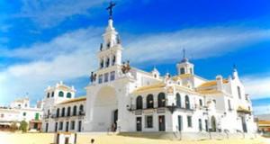 La aldea espera recibir a más de 200.000 peregrinos.