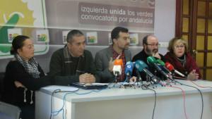 El coordinador de IU en Andalucía, Antonio Maíllo, ha presentado hoy en Huelva una moción elaborada por los grupos municipales de Izquierda Unida.