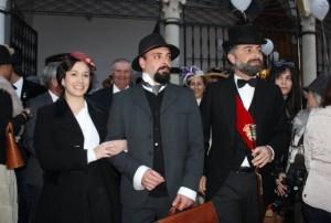 Recreación de la llegada a Moguer de Juan Ramón Jiménez y Zenobia, recibidos por el alcalde de la localidad.