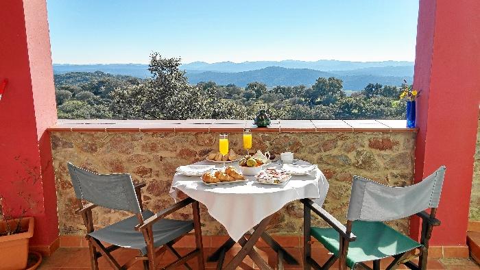 Las espectaculares vistas al Parque Natural de la Sierra de Aracena son una de las señas de identidad del hotel.