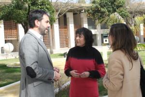 Elena Tobar, con representantes de la Fundación Solidarters.