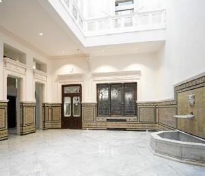 Otra imagen del interior del edificio del Colegio de Aparejadores, en la actualidad sede de los juzgados de los Social y del juzgado de Vigilancia Penitenciara.