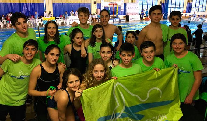 Representantes del Club Natación Colombino en la prueba disputada en Algeciras.