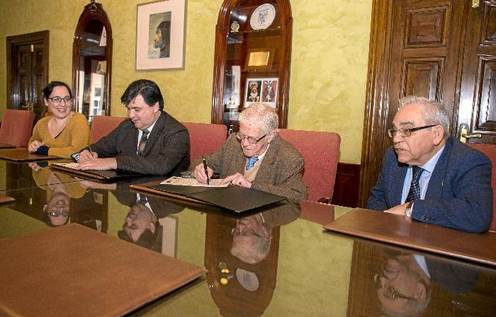 Un momento de la firma del convenio entre el Consistorio y Colegio de Abogados.