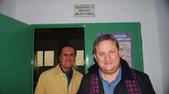 José Luis Ferris y Juan Cobos Wilkins visitan al Club de Lectura de la Prisión onubense