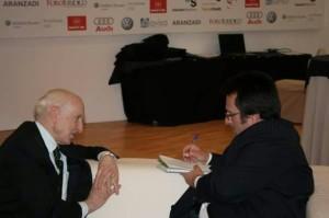 El onubense entrevistando a Leopoldo  Abadía.