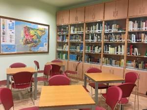 La revitalización de la bolsa de empleo del Colegio es uno de los buques insignia de su labor. / En el imagen, detalle de la Biblioteca de la sede del Colegio.