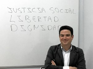 Para Julio, el trabajador social es un agente de cambio.