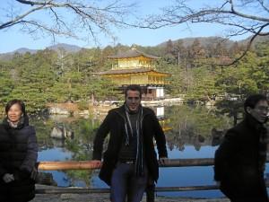 En su tiempo de ocio, aprovecha para viajar y conocer otras culturas. En la imagen, en el templo dorado, en Kyoto, Japón.