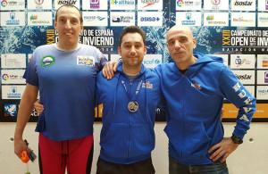 Los tres deportistas del CD Máster Huelva que han tomado parte en el XXIII Campeonato de España Open de Natación.