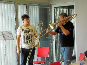 Francisco Blay, de la Real Orquesta Sinfónica de Sevilla, en una de sus clases de trombón. / Foto: www.filarmoniadesevilla.es