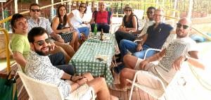 Junto a compañeros, disfrutanto del tiempo de ocio en Níger.