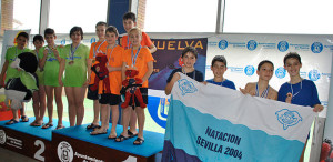 La presencia en el podio de los nadadores del CNH fue habitual.