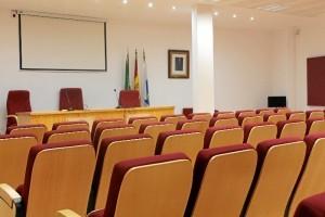 La reforma del salón de actos, que comparten con el Colegio de Médicos, ha supuesto una gran mejora de las instalaciones.