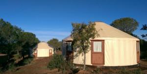 Las yurtas, uno de los tipos de alojamientos que ofrece Andévalo Aventura.