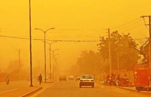 Un momento de una tormeta de arena, habituales en el país.