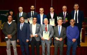 Foto de familia de la entrega de premios en Beas, galardones patrocinados por la Caja Rural del Sur.