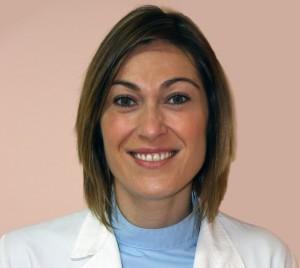 La Dra. Ana María Gutierrez se siente feliz consiguiendo que sus pacientes vuelvan a sonreir.