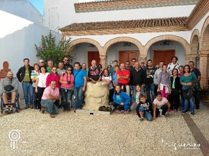 Foto grupal al comienzo de la visita guiada.