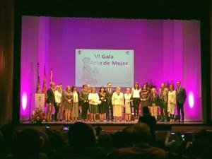 Foto de familia de la VI Gala 'Arte de Mujer'.