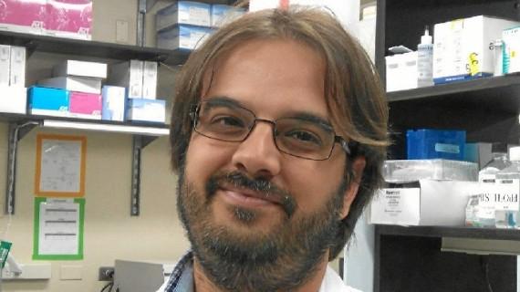 El biólogo onubense Eloy Bejarano investiga en un prestigioso centro de Boston cómo afecta nuestra alimentación al envejecimiento