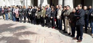 Minuto de silencio en las puertas del Ayuntamiento de Huelva.