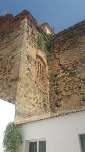 Las paredes del templo presentan grandes grietas que van a ser solventadas.