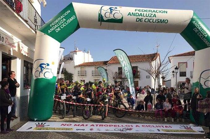 Unos 250 bikers se dieron cita en la prueba en Cortelazor.