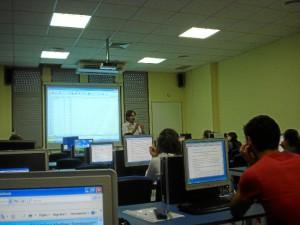 En la actualidad ejerce además como docente en el Grado de Biología, en la Universidad de Sevilla.