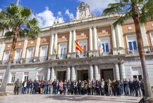 Minuto de silencio en el Ayuntamiento de Huelva.