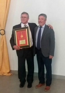 El enfermero Manuel Molins ha sido reconocido por el Colegio de Enfermería de Huelva.