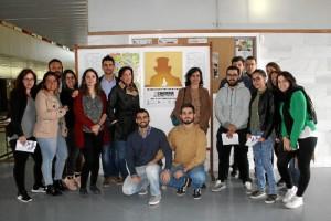El aulario Paulo Freire ha acogido el stand en el que los alumnos han podido acercarse a conocer las bases y el funcionamiento del certamen.