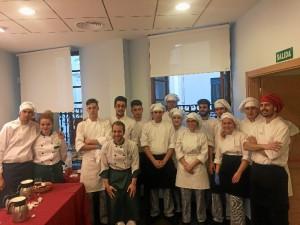Alumnos de la Escuela de Hostelería 'Virgen de Belén', tras la celebración de un acto social en Huelva.