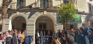 Lectura un manifiesto a las puertas de la Diputación Provincial.