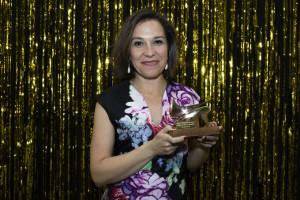 La onubense, con el premio. / Foto: Unión de Actores y Actrices.